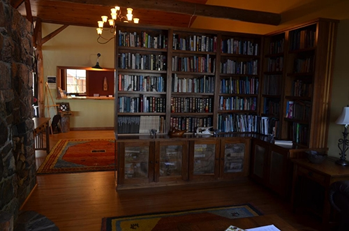 The library in the lodge: Photo by Pamela Mulloy