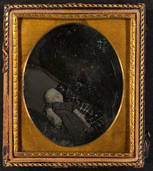 Unidentified photographer Deceased child held by excised woman, ca. 1850 Daguerreotype