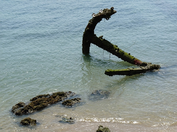 Anchor in Indian Ocean, Tanzania 2009. Photo: Farah N. Mawani
