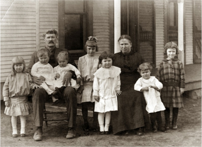 Ron's maternal great-grandparents and family, Texas, circa 1900